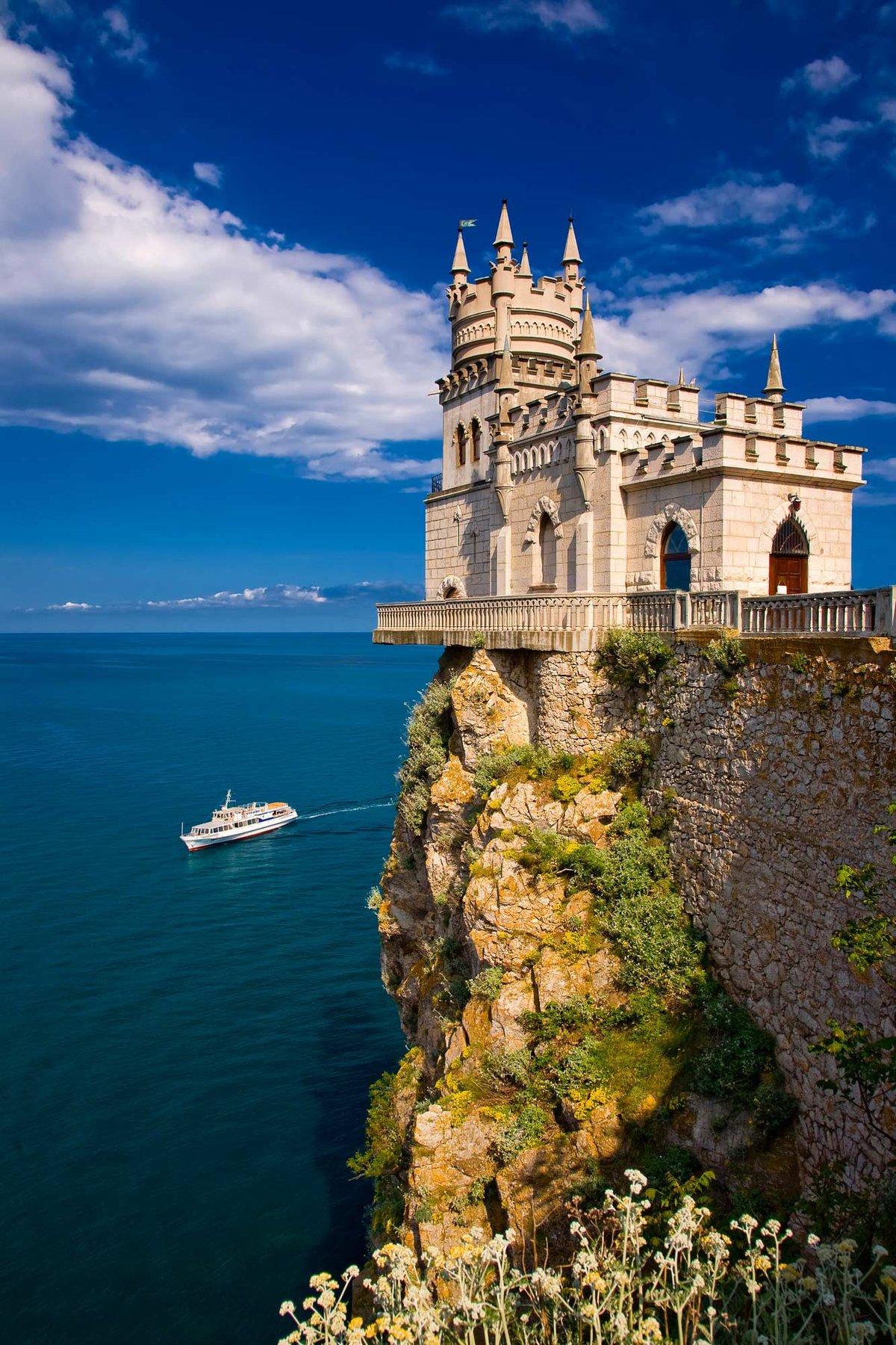 В Крыму продолжается реконструкция замка «Ласточкино гнездо»