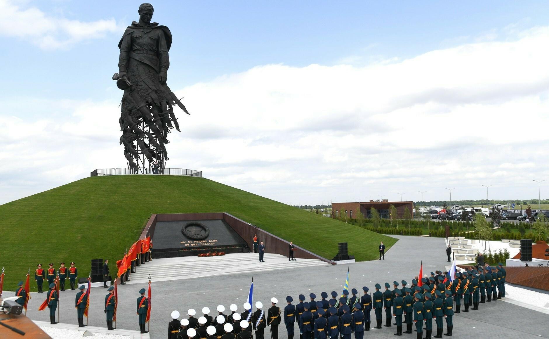 Мемориал Советскому солдату открыт подо Ржевом