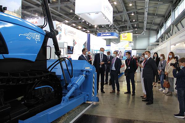 ЧТЗ представил на «ИННОПРОМ-2021» новый трактор десятого класса тяги с электротрансмиссией